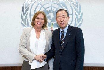 Le Secrétaire général Ban Ki-moon et Tzipi Livni, Ministre de la Justice d'Israël. Photo ONU/Mark Garten