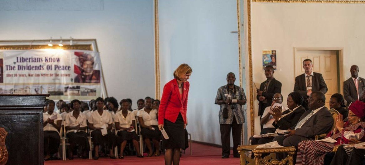 Special Representative Karin Landgren (standing, left) bows to President Ellen Johnson-Sirleaf (seated, right) at ceremony marking the 10th anniversary of Liberia's peace accord. UNMIL Photo/Staton Winter