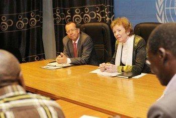 L'Envoyée spéciale pour les Grands Lacs, Mary Robinson, aux côtés du Représentant spécial du Secrétaire général pour la RDC, Martin Kobler.