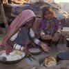 印度进城务工人员在做饭。