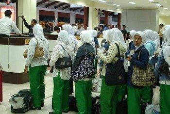 Aeroporto em Jacarta, na Indonêsia, de onde milhares de mulheres partem para ser trabalhadoras domésticas.