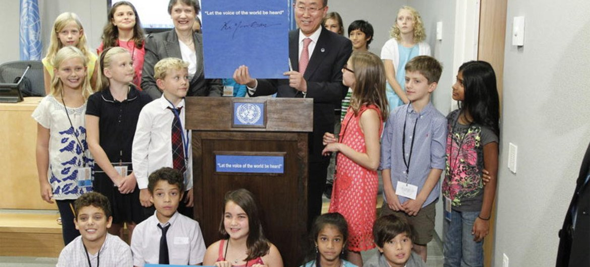 """Secretary-General Ban Ki-moon and UNDP Administrator Helen Clark launch """"A Million Voices: The World We Want"""" report at press conference."""