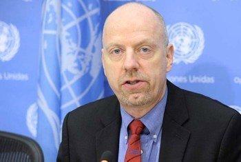 Director of UN-DESA Population Division John Wilmoth speaks to journalists in New York.