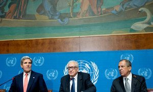 Joint Special Representative for Syria Lakhdar Brahimi (centre), US Secretary of State John Kerry (left) and Russian Foreign Minister Sergey Lavrov hold joint press conference in Geneva (September 2013).