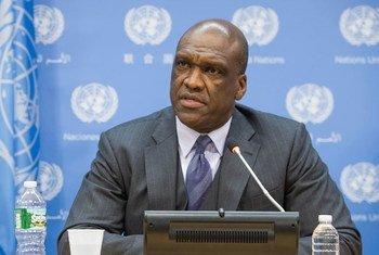 Le Président de la soixante-huitième session de l'Assemblée générale, John Ashe, en conférence de presse.