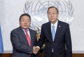 Secretary-General Ban Ki-moon (right) meets with President Elbegdorj Tsakhia of Mongolia.