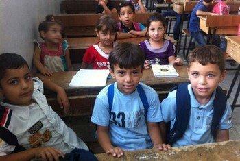 En 2013, des enfants apprennent l'anglais dans une école soutenue par l'UNICEF à Deraa, en Syrie (archives).
