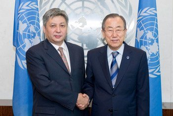 Secretary-General Ban Ki-moon (right) meets with Erlan Abdyldayev, Minister for Foreign Affairs of Kyrgyzstan.
