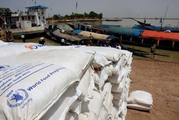 Bags of food from WFP's logistics base in Mopti, Mali, waiting at Koureme port, near Timbuktu, to be delivered to schools.