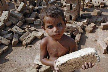 Ребенок в Пакистане. Фото  МОТ