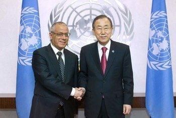 Secretary-General Ban Ki-moon (right) meets with Prime Minister Ali Zeidan of Libya on 25 September 2013.
