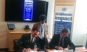 Head of UN DPI, Peter Launsky-Tieffenthal (right), and President of ELS, Mark Harris, sign the agreement to host a multilingual essay contest.