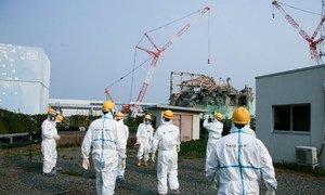 Une équipe d'experts de l'AIEA examine le réacteur 3 de la centrale de Fukushima Daiichi, au Japon.