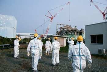 国际原子能机构专家组访问福岛核电站,对三号机组进行检查。