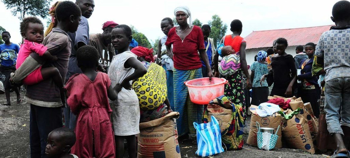 People lining up for food distribution in the Lac Vert IDP site near Goma, North Kivu, DRC.