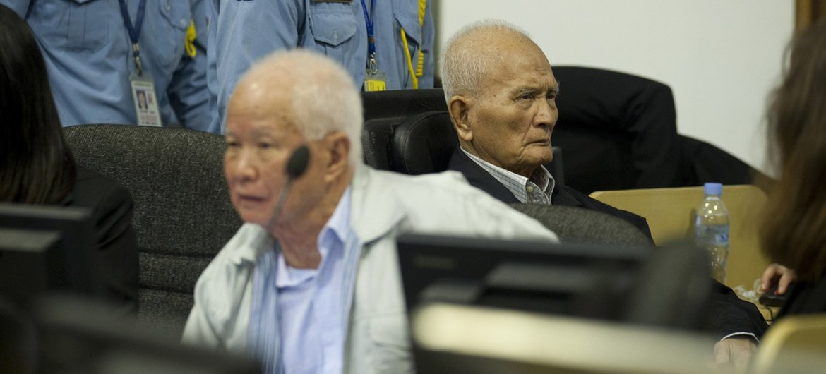 Khieu Samphan (left) and Nuon Chea in the Trial Chamber of the Extraordinary Chambers in the Courts of Cambodia (ECCC). File photo.