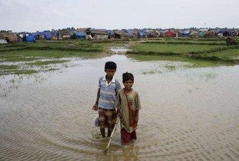 Des enfants déplacés dans l'Etat de Rakhine, au Myanmar.