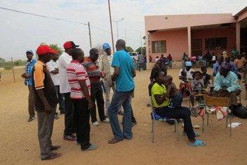 Des réfugiés angolais à leur arrivée à Katwitwi, en Angola, après leur rapatriement depuis le Botswana.