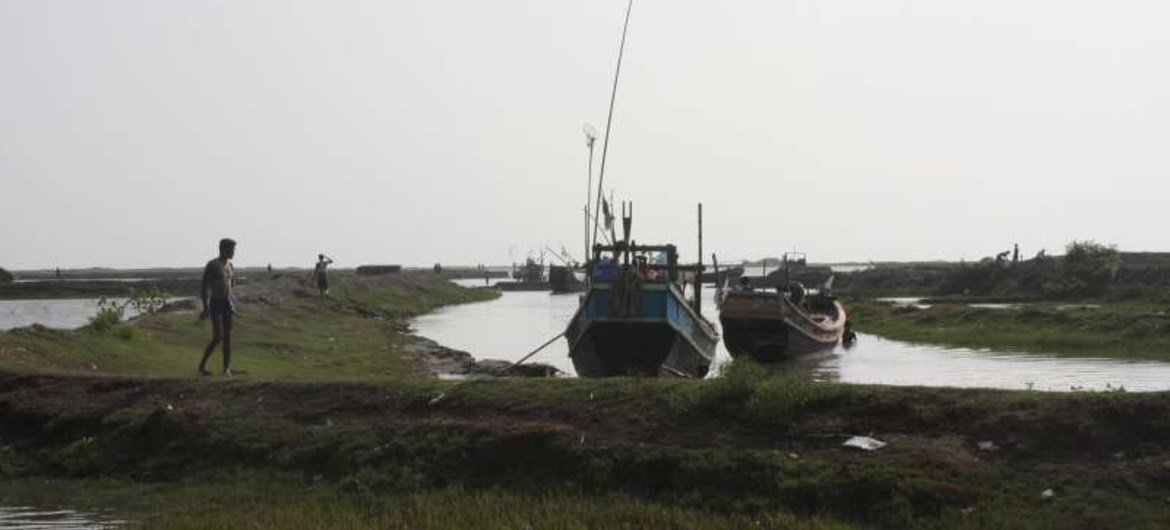 Fishermen's haunt by day, smugglers' den by night, this waterway on the outskirts of Sittwe is reported to be a common departure point for smugglers' boats.