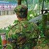 Двое военнослужащих в штате Качин, где более 85 тысяч человек стали перемещенными лицами в результате конфликта