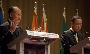 Secretary-General Bank Ki-moon (right) and World Bank Group President Jim Yong Kim speak to the media in Niamey, Niger.