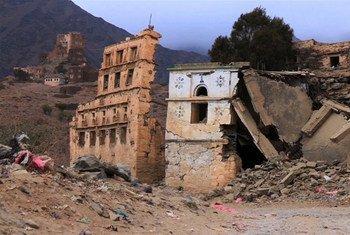 Immeubles détruits par les combats à Dammaj, dans le nord du Yémen.