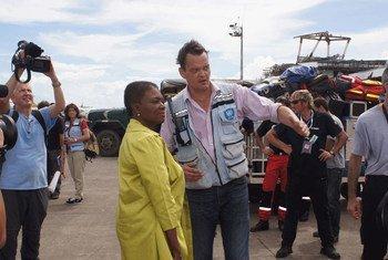 La coordinadora de la ONU para Asuntos Humanitarios (OCHA), Valerie Amos, en Tacloban, Filipinas   Foto archivo: OCHA