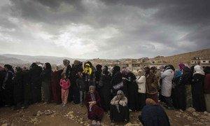 A Arsal, au Liban, des réfugiés syriens patientent pour être enregistrés par le HCR.