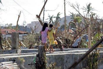 Desplazados por el tifon Haiyan en Filipinas   Foto:  UNICEF