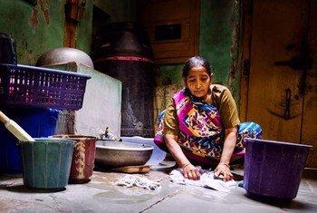 Según datos de la OIT, en el mundo actual son víctimas de la esclavitud más de 1,1 millón de mujeres. Foto de archivo: OIT