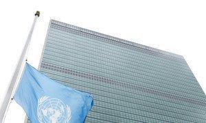 Bandeira da ONU na sede em Nova Iorque