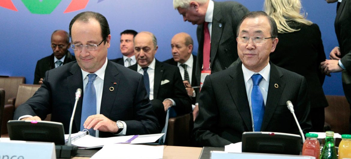 Secretary-General Ban Ki-moon (right) attends the opening session of the Élysée Summit for Peace and Security in Africa, at the Palais de l'Élysée in Paris, France. On left is French President François Hollande.