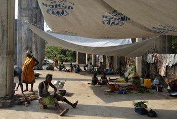 A Bangui, la capitale de la République centrafricaine, des personnes déplacées se sont réfugiées dans l'église inachevée de la paroisse St. Paul, après des affrontements.