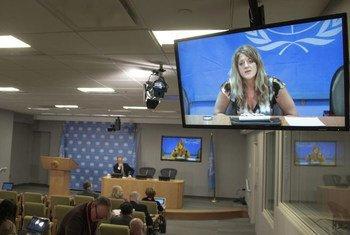 La Représentante spéciale du Secrétaire général pour le Soudan du Sud, Hilde Johnson (à l'écran), donne une conférence de presse depuis Juba.