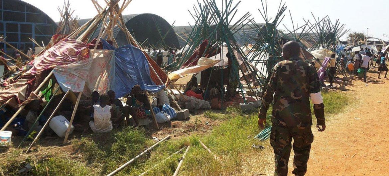 Des civils réfugiés à l'intérieur d'un site de la MINUSS à Juba, au Soudan du Sud.