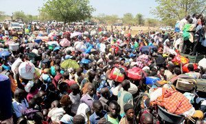 Civilians fleeing the fighting and seeking refuge, wait outside a compound of the UN Mission in Bor (December 2013).