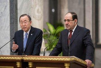 Le Secrétaire général Ban Ki-moon (à gauche) et le Premier ministre iraquien Nouri Al-Maliki lors d'une visite à Bagdad en janvier. Photo ONU/Eskinder Debebe