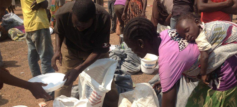 Des civils déplacés près de l'aéroport de Bangui. Photo PAM/Ingela Christiansson