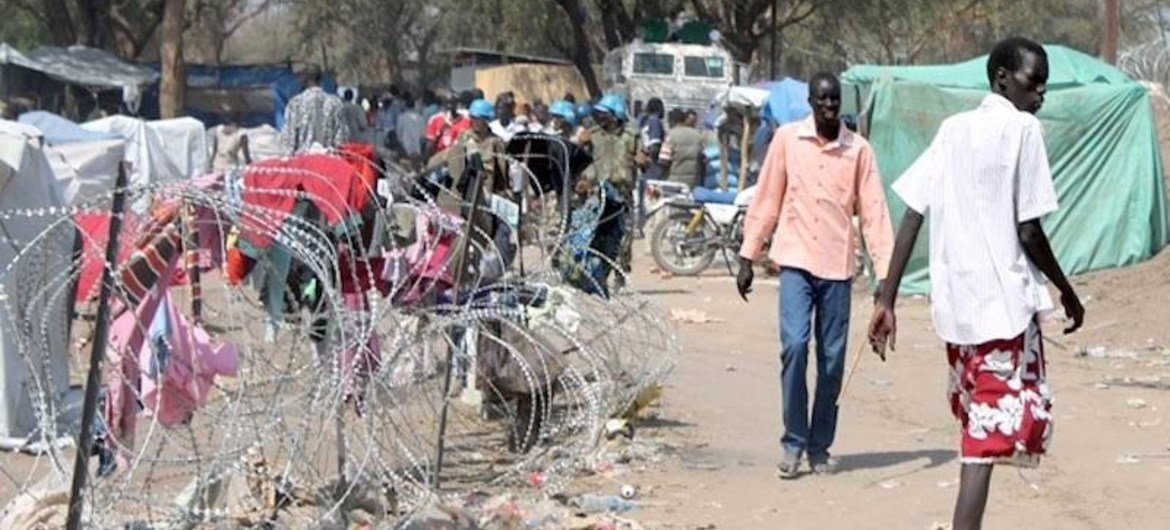 South Sudanese fleeing fighting, find refuge inside the UNMISS compound in Bor, Jonglei state.