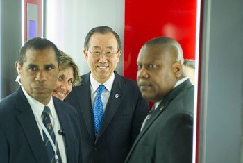 Secretary-General Ban Ki-moon (centre) arrives at José Martí International Airport in Havana, Cuba on his first visit to the country.