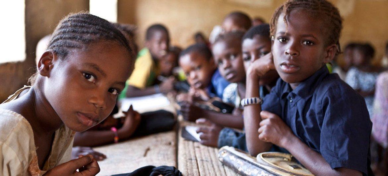 Niños en una escuela en Timbuktu, Mali. Foto: UNICEF/PFPG2013P-0035/Harandane Dicko