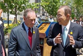 El Secretario General de la ONU, Ban Ki-moon, y el ex alcalde de Nueva York, Michael Bloomberg  Foto:
