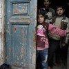 Watoto nchini Syria wakijihifadhi katika gofu wakati mashambulizi ya risasi na anga yakishika kasi katika mjin wa Idlib