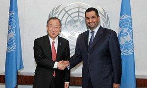 Le Secrétaire général Ban Ki-moon (à gauche) avec Sultan Ahmed Al Jaber, Ministre d'Etat des Emirats arabes unis. Photo ONU/Paulo Filgueiras