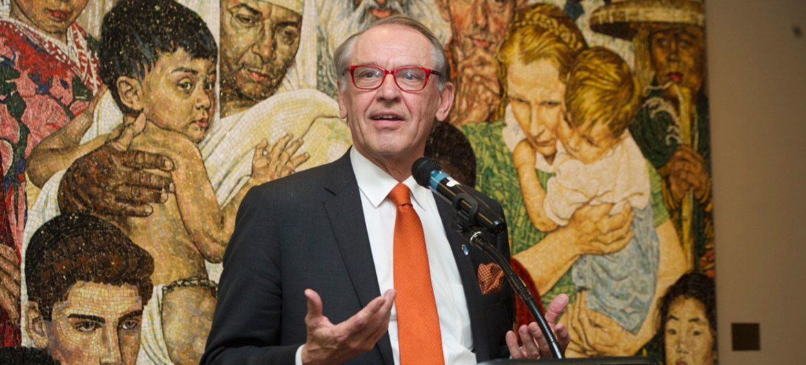 """Deputy Secretary-General Jan Eliasson speaks at the rededication of the Norman Rockwell """"Golden Rule"""" mosaic."""