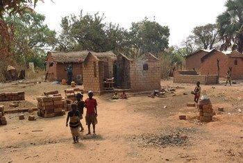 Casas destruidas en la aldea de Boyeli, República Centroafricana  Foto:RIN/Nicholas Long