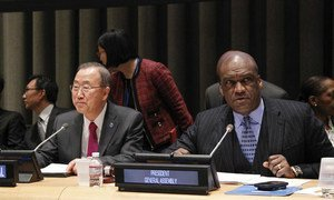 General Assembly President John Ashe (right) opens the thematic debate on water, sanitation and sustainable energy. Secretary-General Ban Ki-moon is at left.