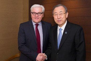 Le Secrétaire général de l'ONU, Ban Ki-moon, avec le Ministre des affaire étrangères de l'Allemagne, Frank-Walter Steinmeier.