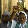Nilñas en una escuela de Nigeria  Foto archivo:  NICEF/NYHQ2007-0515/Nesbitt