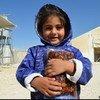 الأردن، مخيم الزعتري - فتاة صغيرة تلقت التمر المقدم من برنامج الأغذية العالمي. تصوير: برنامج الأغذية العالمي / دينا